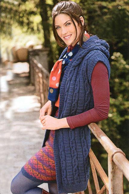 Удлиненная безрукавка-жилет с капюшоном синего цвета
