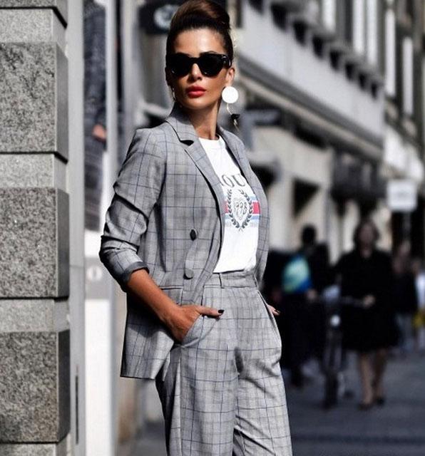 Модные брючные костюмы для женщин 2020-2021 год