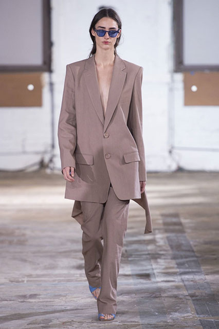 Модные женские брючные костюмы 2020 - 2021 – тренды и тенденции, новинки фасонов, стильные женские образы