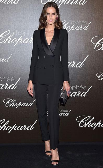 Черный элегантный костюм с брюками