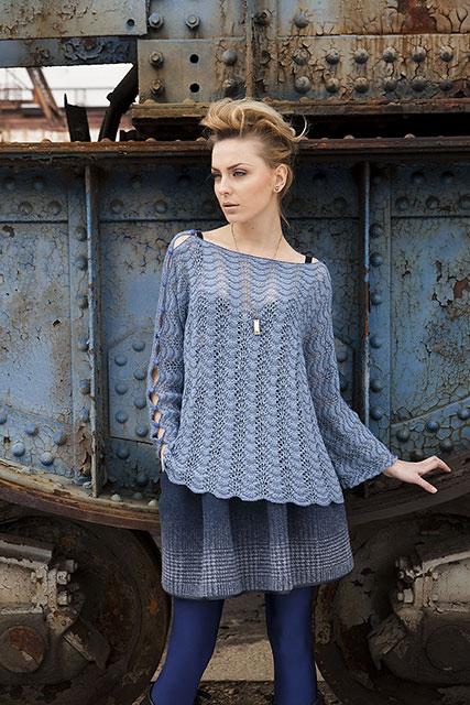 Свободный пуловер павлиньим узором с вырезом-лодочкой