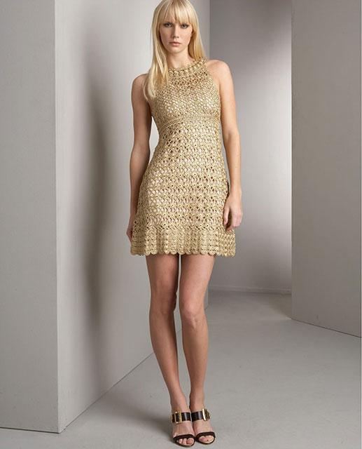 Ажурное золотое платье с завышенной талией