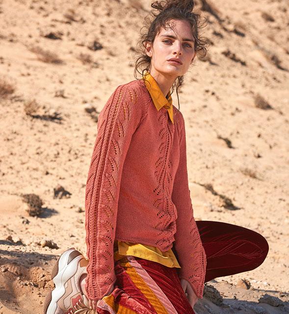 Джемпер с удлиненными рукавами бруснично-розового цвета с вертикальными ажурными дорожками