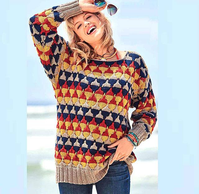 Просторный пуловер с многоцветным узором Соты для прохладной погоды