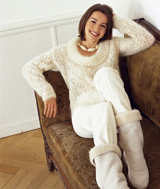 Мягкий и пушистый мохеровый пуловер с круглым воротником