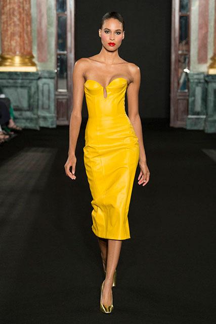 Ярко-желтое платье с открытыми плечами
