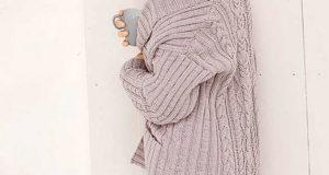 Теплый жакет с косами и рельефными узорами
