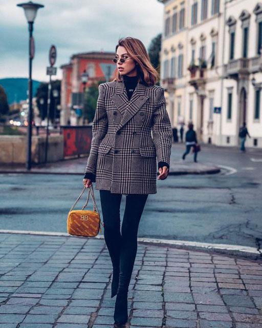 Модное короткое пальто