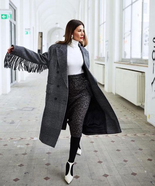 Модное женское пальто с бахромой