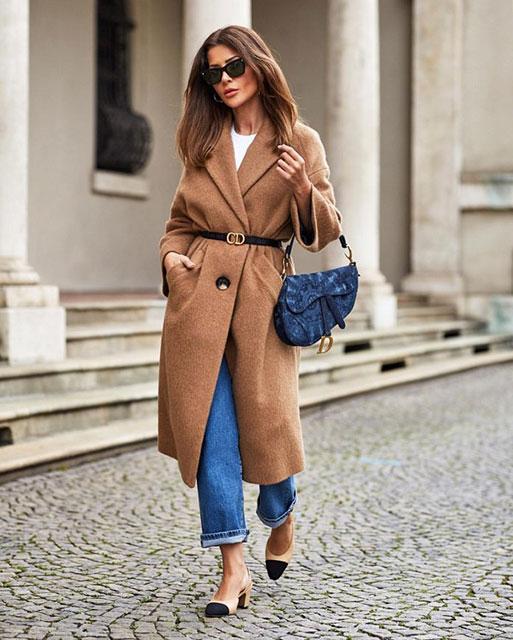 Модное бежевое пальто
