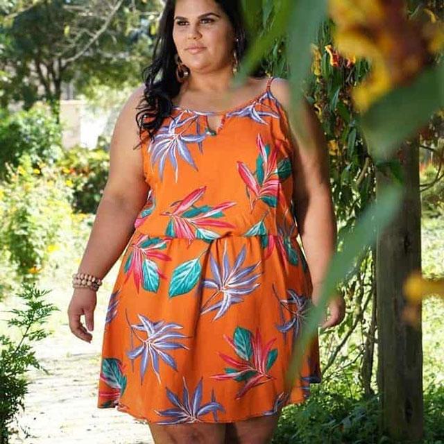 Модели модных летних платьев для полных девушек 2020