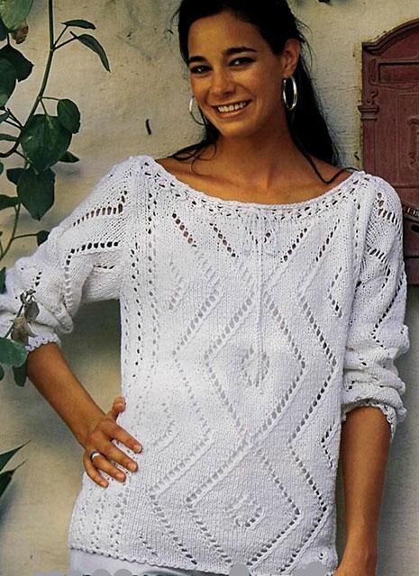 Пуловер с ажурными ромбами и полосами