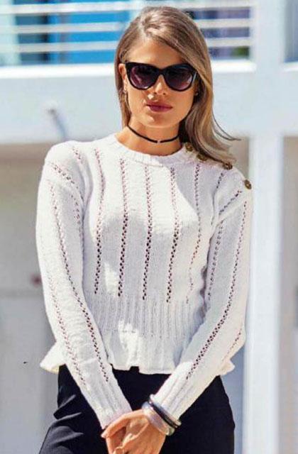 Белый пуловер с баской