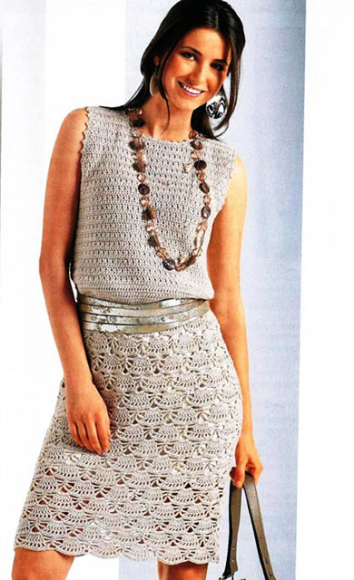 Платье веерным узором бежевого цвета