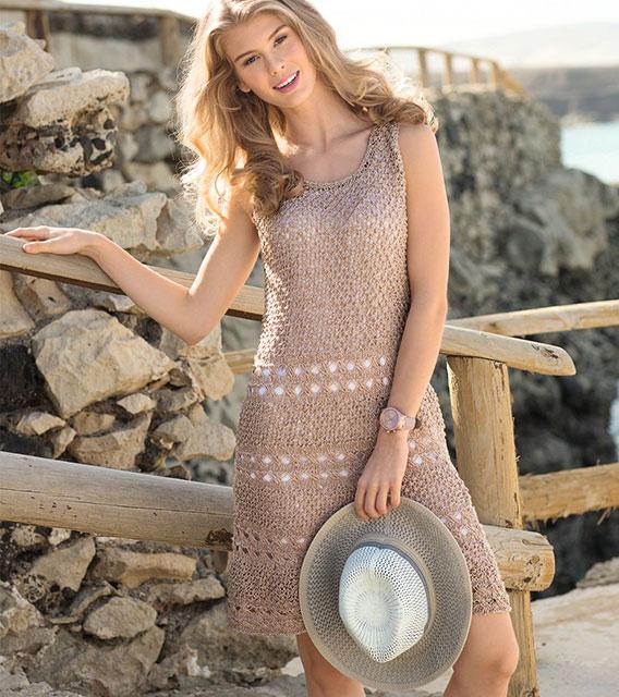 Меланжевое платье каракулевым узором бежевого цвета