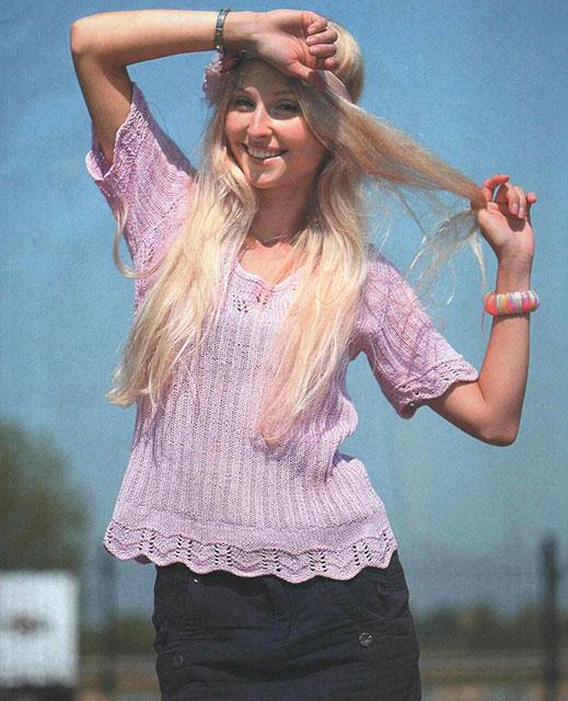 Розовый пуловер с ажурной каймой
