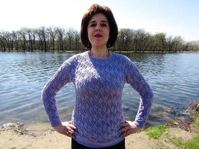 Женский пуловер узором Воздушные холмики фиолетового цвета