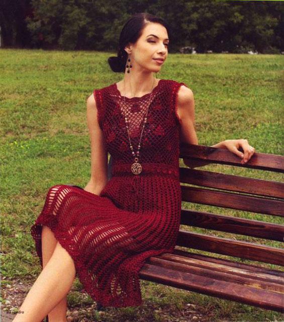 Платье узором Коника темно-бордового цвета