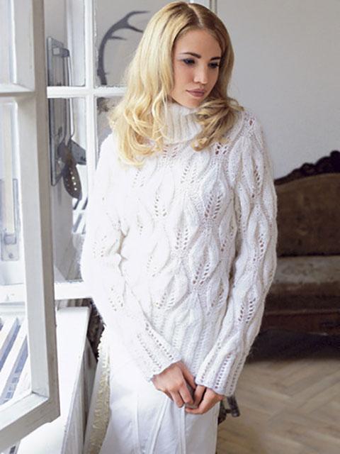 Узор крупные листья на белом мохеровом свитере