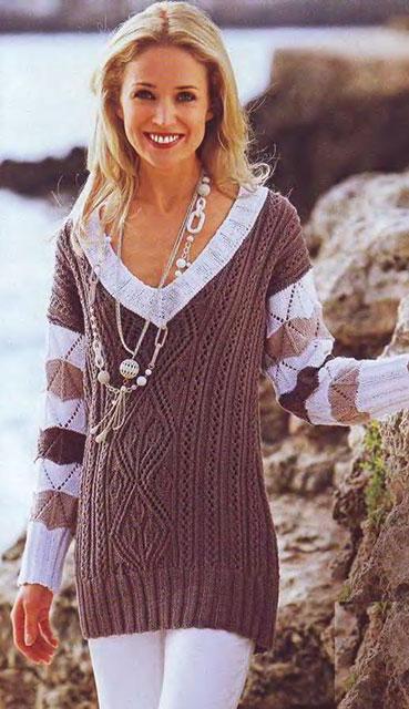 Пуловер с интересным акцентом на полосатых рукавах