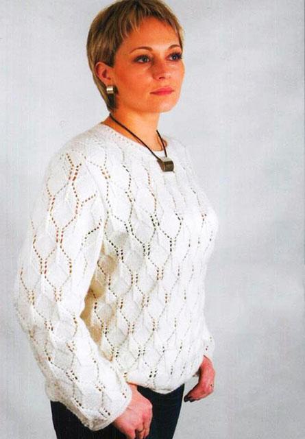 Белый пуловер прямого кроя