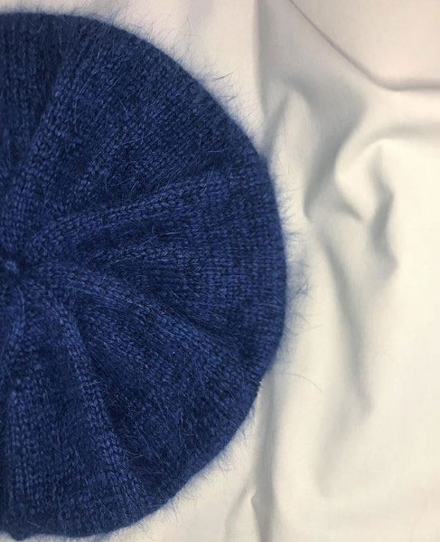 Синий теплый берет