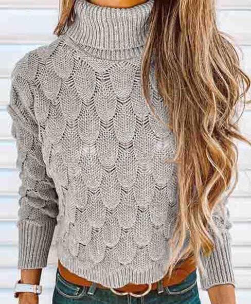 Пуловер рельефным чешуйчатым узором серого цвета