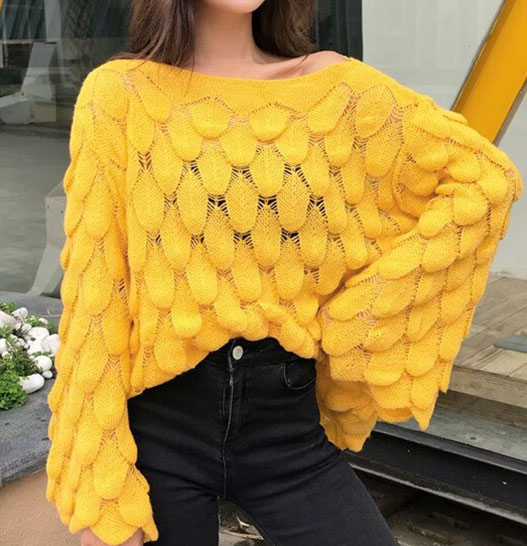 Объемный пуловер оверсайз чешуйчатым узором