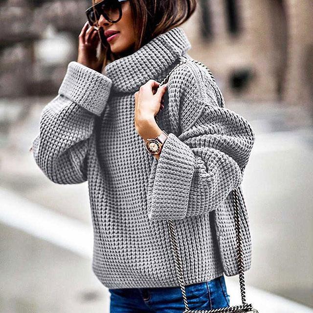 Теплый свитер серого цвета