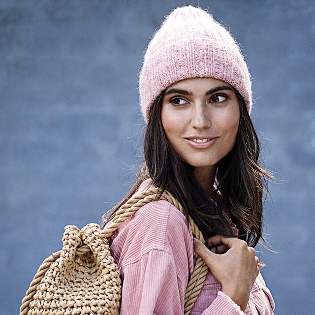 Меланжевая розовая шапка бини