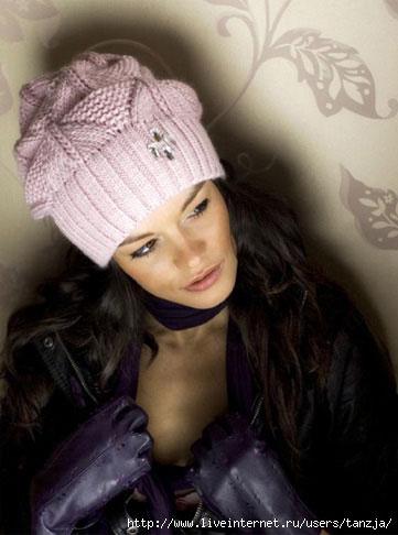 Схема стильной и модной розовой шапки