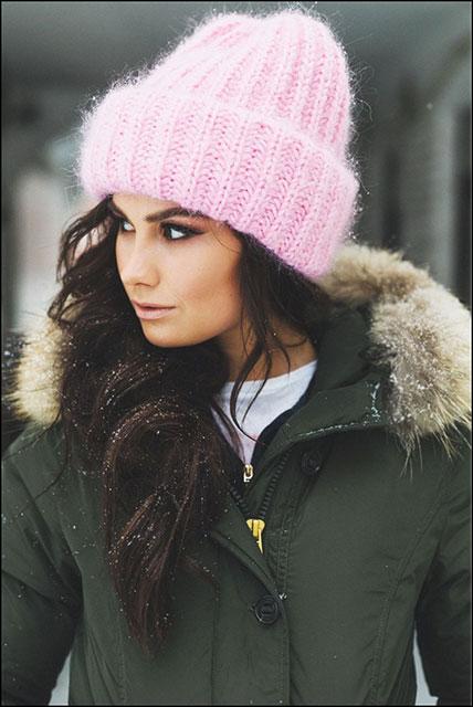 Розовая шапка в стиле такори