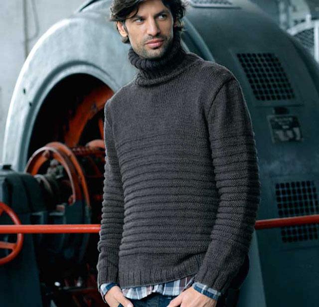 Мужской свитер с рельефными полосами и высоким воротником
