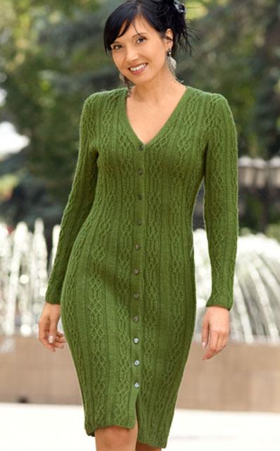 Элегантное зеленое платье рельефным узором на пуговицах