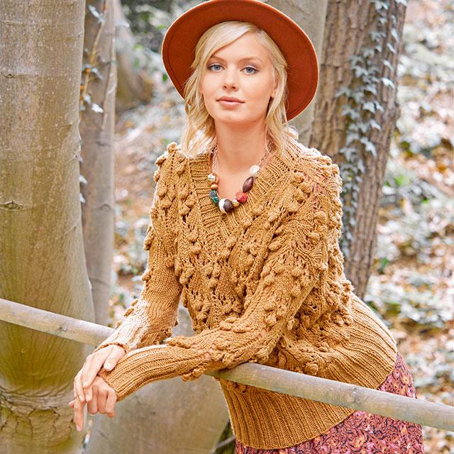 Интересный пуловер с шишечками цвета охры из натуральной шерсти