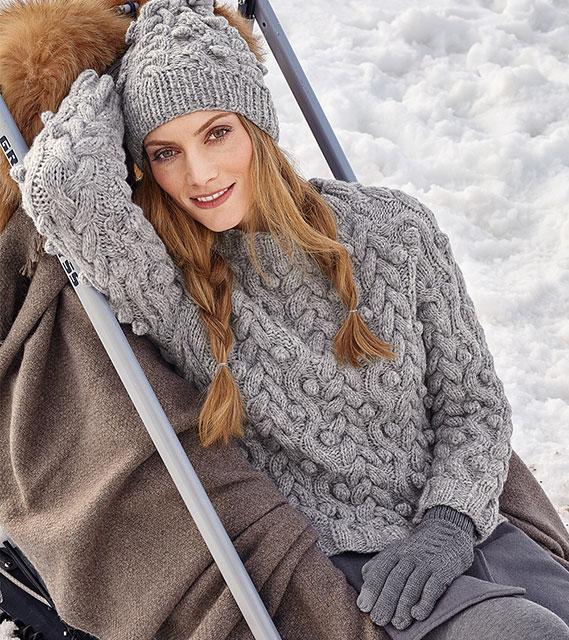 Серый пуловер с косами и шишечками из овечьей шерсти