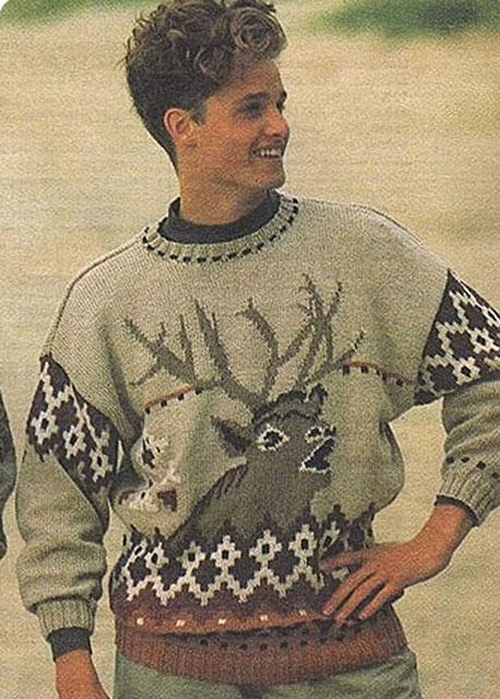 Вязаный свитер с головой оленя