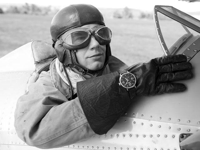Во время Первой мировой войны начали появляться модели для мужчин, их придумали для летчиков