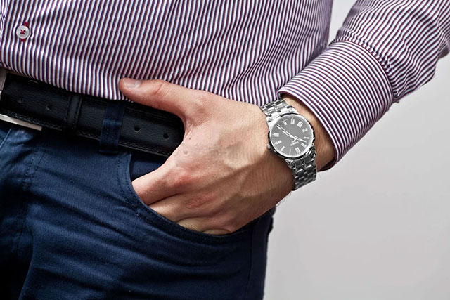 Как должны сидеть часы с металлическим браслетом у мужчин