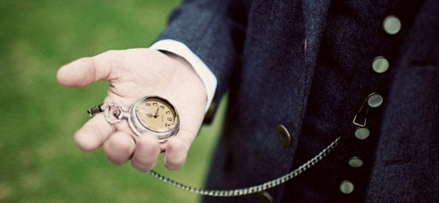 Мужчины носили часы на цепочке в кармане