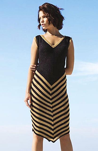 Черно-белое платье без рукавов с диагональными полосками на юбке