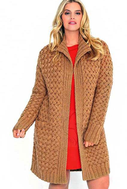Пальто плетеным узором для женщин с роскошной фигурой