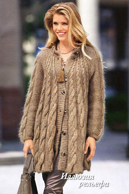 Теплое расклешенное пальто с косами бежевого цвета