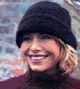 Женская вязаная шляпка на спицах