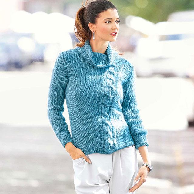 Бирюзовый свитер крупным жемчужным узором и наклонной косой, воротником-гольф