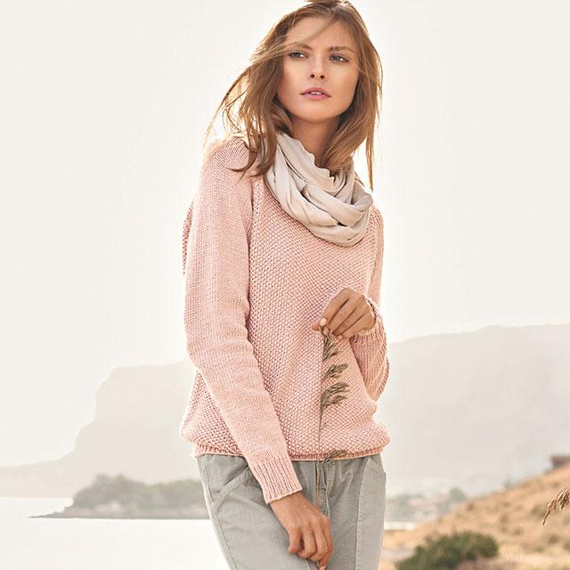 Розовый свитер с рукавом реглан сверху