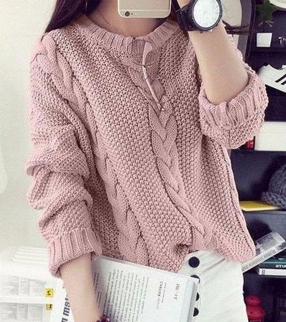 Розовый свитер с косами
