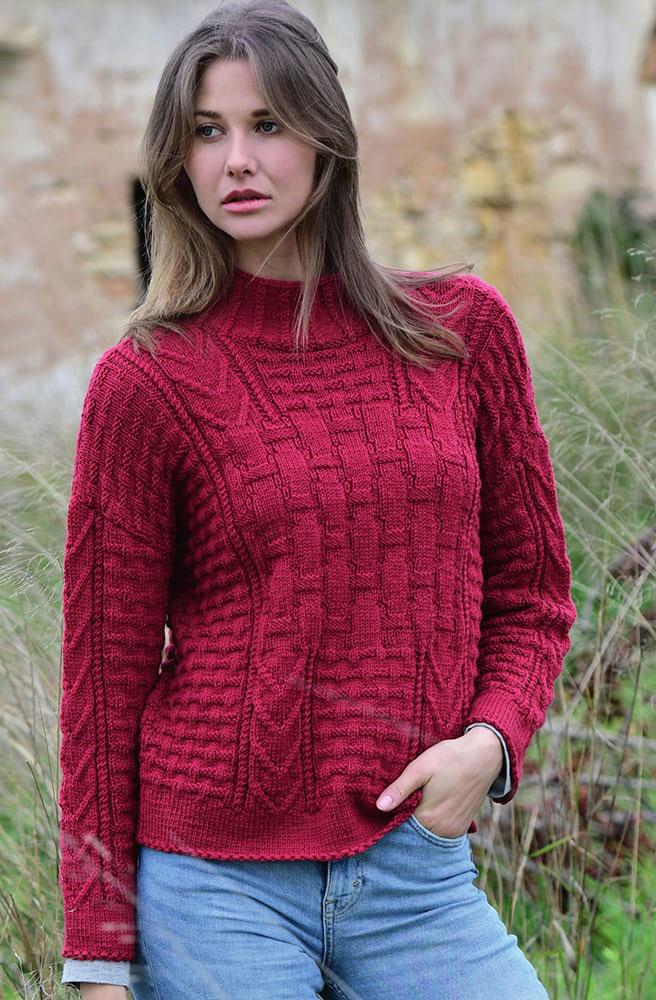 Эффектный пуловер с сочетанием узоров