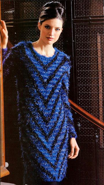 Эффектное платье диагональным узором из мериносовой шерсти