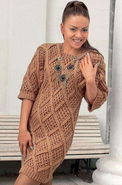 Цельновязаное платье фактурными ромбами спицами